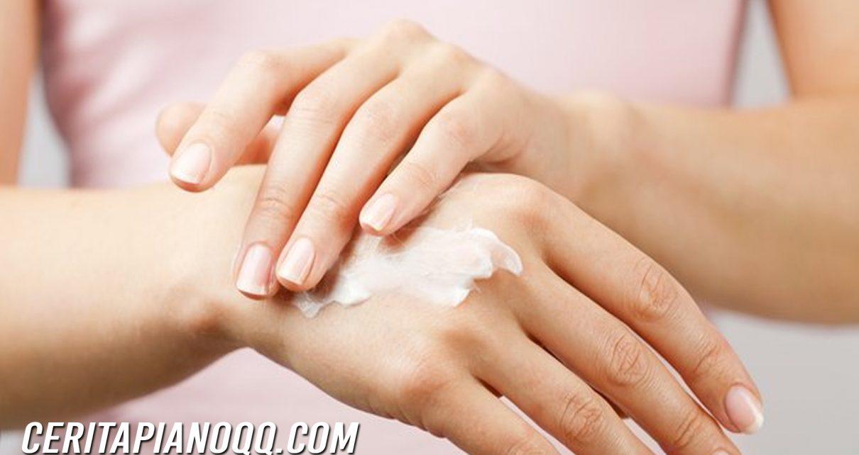 5 Cara Mengatasi Tangan dan Kaki yang Berkeringat secara Berlebih